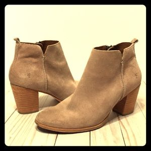 Frye ankle bootie 9.5 light dusty brown